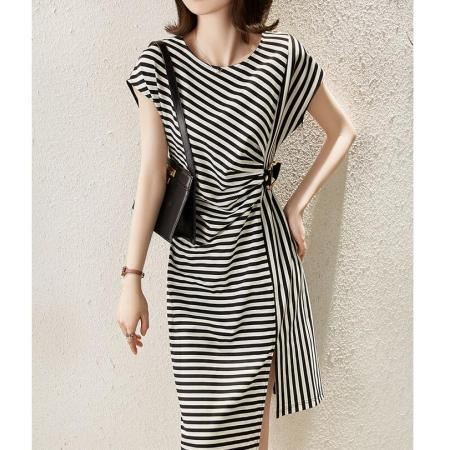 YF59482# 设计感不规则开叉条纹连衣裙女装夏季新款时髦褶皱收腰裙 服装批发女装直播货源