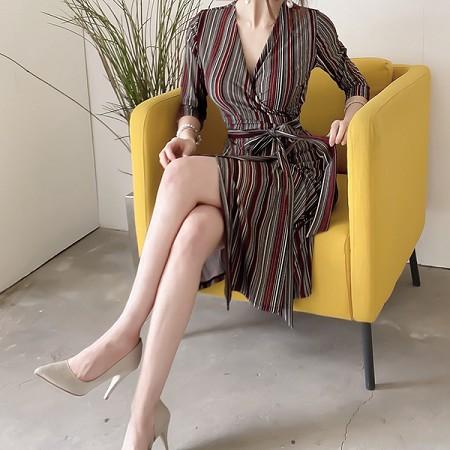 YF65669# 秋装新款韩版气质V领系带收腰复古裹身中长款条纹连衣裙 服装批发女装直播货源